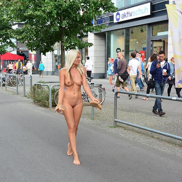 Paris of the naked in public have hit