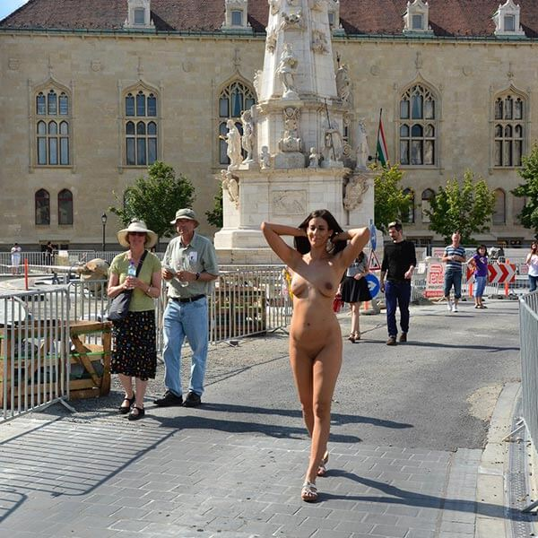 from Damon vanessa nude in public